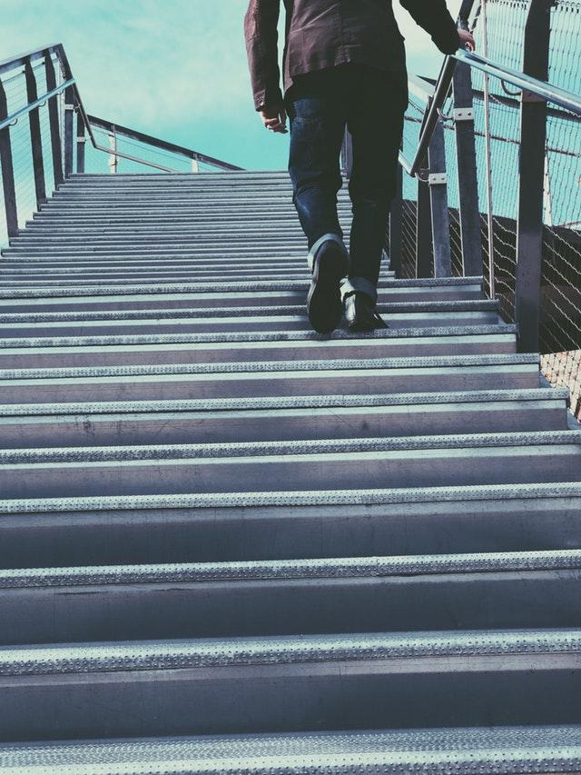 perder grasa sin darte cuenta escaleras
